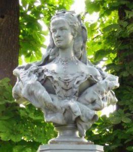 erzsebet-kiralyne-szobor-nyirad